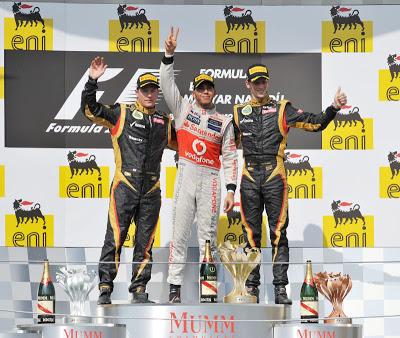 Lewis Hamilton (McLaren), Kimi Räikkönen (Lotus) and Romain Grosjean (Lotus)