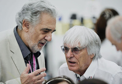 Plácido Domingo and Bernie Ecclestone are chatting about something