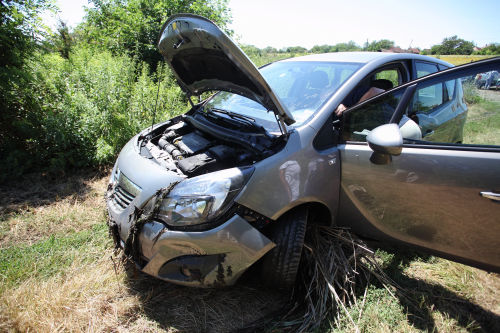 Kis Balaton wetland traps a German car
