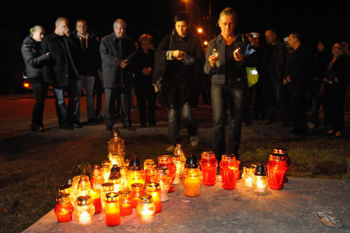 Commemorating the murdered policeman on the spot where the tragedy happened