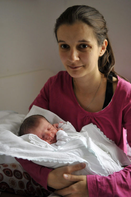 The first Hungarian baby of 2013 and her mother
