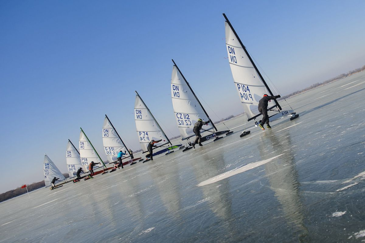 Ice sailing on Lake Tisza (Photo: Zsolt Czeglédi)