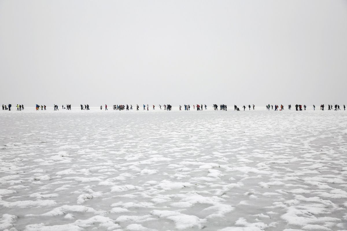 Slipping across the frozen Lake Balaton. Because of the cold water it was safe to walk across the lake. 7-8 thousand people did it in an organized way on January 28 as a kind of fun and show. (Photo: Balázs Mohai)