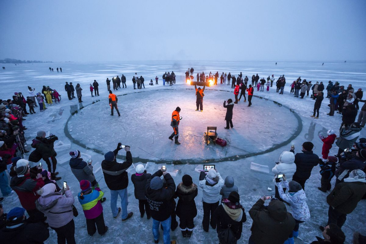 Marry-go-round from ice on Lake Balaton (Photo: Balázs Mohai)